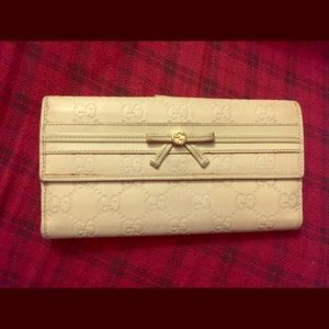 Gucci Monogram white leather wallet SOLD🎉